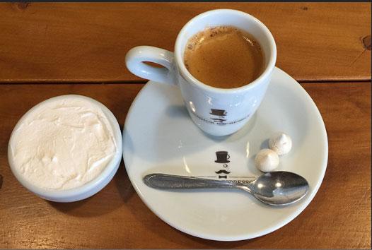 Quais são as características do café panna?
