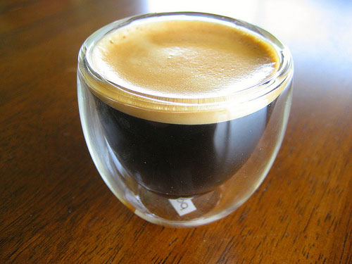 Como incrementar a espuma do café longo